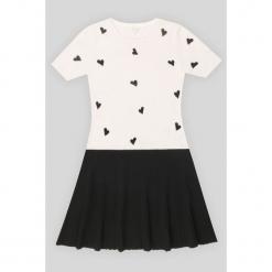 Sukienka kaszmirowa w kolorze biało-czarnym. Białe sukienki na komunię Ateliers de la Maille, na imprezę, z kaszmiru, z okrągłym kołnierzem, midi. W wyprzedaży za 682,95 zł.