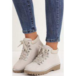 Jasnoszare Traperki Bad Romance. Czerwone buty zimowe damskie marki Reserved, na niskim obcasie. Za 89,99 zł.