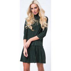 Sukienka z golfem rękaw 3/4 ciemnozielona MP62085. Zielone sukienki z falbanami marki Fasardi, m, z golfem. Za 69,00 zł.