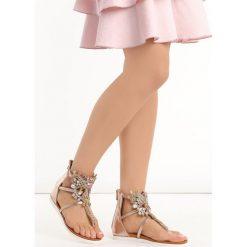 Szampańskie Sandały Comfort. Szare sandały damskie marki Born2be, z aplikacjami, na niskim obcasie, na płaskiej podeszwie. Za 49,99 zł.