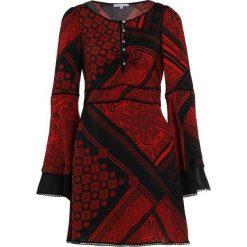 Patrizia Pepe Sukienka koszulowa red/black. Czerwone sukienki letnie marki Patrizia Pepe, z materiału, z koszulowym kołnierzykiem, koszulowe. W wyprzedaży za 515,60 zł.
