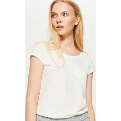 Gładka koszulka - Kremowy. Białe t-shirty damskie marki Cropp, l. Za 19,99 zł.