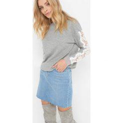 Bluza z koronką. Niebieskie długie bluzy damskie marki Orsay, xs, w koronkowe wzory, z bawełny, z długim rękawem. Za 89,99 zł.