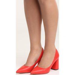 Czerwone Czółenka Night With Me. Czerwone buty ślubne damskie marki Born2be, ze szpiczastym noskiem. Za 79,99 zł.