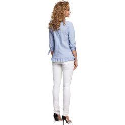 COLETTE Bluzka w prążek z falbanką i wiązaniem - niebieska. Niebieskie bluzki z falbaną marki Moe, w prążki, z falbankami. Za 129,99 zł.