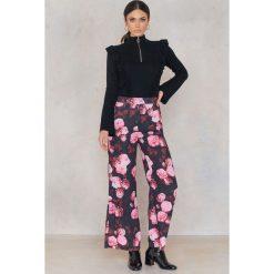 Spodnie z wysokim stanem: NA-KD Trend Rozszerzane spodnie z wysokim stanem – Black,Pink,Multicolor