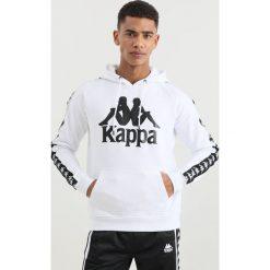 Kappa AUTHENTIC HURTADO Bluza z kapturem white/black. Białe bluzy męskie rozpinane Kappa, m, z bawełny, z kapturem. Za 379,00 zł.