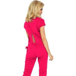 WIKTORIA Kombinezon - Elegancki - MALINA LACOSTA. Różowe kombinezony eleganckie marki numoco, l, z długim rękawem, maxi, oversize. Za 159,90 zł.