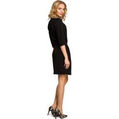 MELODY Sukienka kopertowa z dekoltem - czarna. Czarne sukienki na komunię Moe, na imprezę, z kopertowym dekoltem, kopertowe. Za 169,90 zł.
