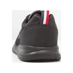 Le coq sportif LCS R600 MESH Tenisówki i Trampki black. Czarne tenisówki męskie le coq sportif, z materiału. W wyprzedaży za 246,75 zł.
