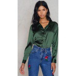 Koszule wiązane damskie: Rut&Circle Satynowa koszula Rebecka – Green
