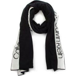 Szal CALVIN KLEIN - Stripey Branded Scar K60K604729 001. Czarne szaliki damskie Calvin Klein, z elastanu. Za 299,00 zł.