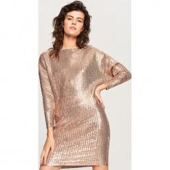 Błyszcząca sukienka - Różowy. Różowe sukienki marki numoco, l, z dekoltem w łódkę, oversize. Za 159,99 zł.