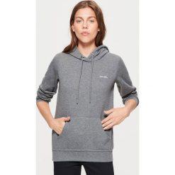 Bluza hoodie - Szary. Czerwone bluzy damskie marki Cropp, l. Za 69,99 zł.