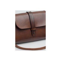 Torebka z drewnem R4m orzech. Brązowe torebki klasyczne damskie Republic, w paski, z lakierowanej skóry, duże. Za 340,00 zł.