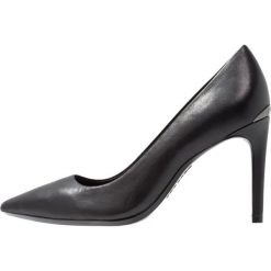 Calvin Klein ROXY Szpilki black. Czarne szpilki Calvin Klein, z materiału. Za 509,00 zł.