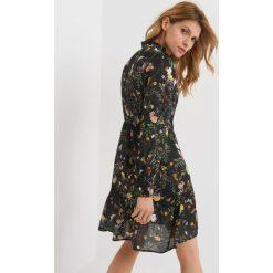 Sukienki: Sukienka o asymetrycznym kroju
