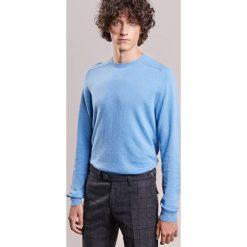 Essentiel Antwerp INCEPTION Sweter parisian blue. Niebieskie swetry klasyczne męskie marki Essentiel Antwerp, m, z kaszmiru. W wyprzedaży za 365,40 zł.