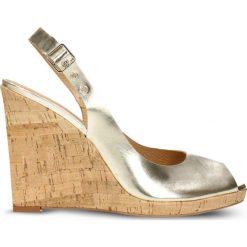 Sandały AURORA. Brązowe sandały damskie marki Gino Rossi, z lakierowanej skóry, na wysokim obcasie, na koturnie. Za 259,90 zł.