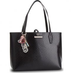Torebka GUESS - HWSG71 81150 BLA. Czarne torebki klasyczne damskie Guess, z aplikacjami, ze skóry ekologicznej. Za 629,00 zł.