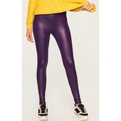 Woskowane legginsy - Fioletowy. Fioletowe legginsy marki Reserved, l. W wyprzedaży za 24,99 zł.