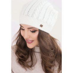 Czapki zimowe damskie: Czapka w kolorze białym