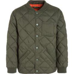 Benetton Kurtka zimowa khaki. Brązowe kurtki chłopięce zimowe marki Benetton, z materiału. W wyprzedaży za 156,75 zł.