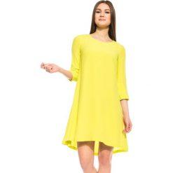 Sukienka w kolorze jasnej oliwki BIALCON. Żółte sukienki koktajlowe marki BIALCON, do pracy, z okrągłym kołnierzem. W wyprzedaży za 148,00 zł.
