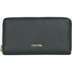 Portfele damskie: Calvin Klein Jeans – Portfel skórzany Cosmopolitan