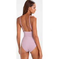 Undress Code BE FREE Body light pink. Czerwone bluzki body Undress Code, z elastanu. Za 359,00 zł.