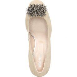 Czółenka ERI. Brązowe buty ślubne damskie Gino Rossi, ze skóry, na słupku. Za 199,90 zł.