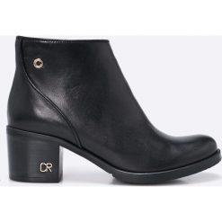 Carinii - Botki. Czarne buty zimowe damskie marki Carinii, z materiału, z okrągłym noskiem. W wyprzedaży za 269,90 zł.