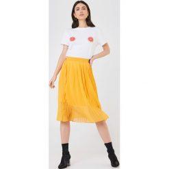 NA-KD T-shirt Grapefruit - White. Białe t-shirty damskie NA-KD, z nadrukiem, z bawełny, z okrągłym kołnierzem. W wyprzedaży za 51,07 zł.