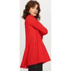 Sweter z falbaną - Czerwony. Czerwone swetry klasyczne damskie marki Benetton, z kaszmiru. Za 59,99 zł.