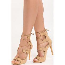 Camelowe Sandały Barcelona. Brązowe sandały damskie marki Born2be, w paski, na wysokim obcasie, na szpilce. Za 49,99 zł.