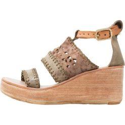 Rzymianki damskie: A.S.98 Sandały na platformie militare