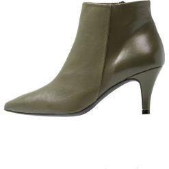 Brenda Zaro BENETTBO Ankle boot khaki. Brązowe botki damskie skórzane Brenda Zaro. Za 589,00 zł.