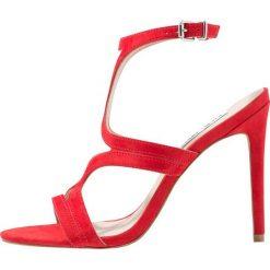 Steve Madden SIDNEY Sandały na obcasie red. Czerwone sandały damskie marki Steve Madden, z materiału, na obcasie. Za 549,00 zł.