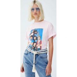 """Koszulka """"Saved by the Bell"""". Czerwone t-shirty damskie Pull&Bear. Za 59,90 zł."""