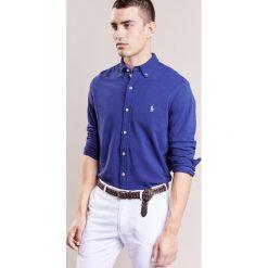 Polo Ralph Lauren LONG SLEEVE Koszula fall royal. Szare koszule męskie marki Polo Ralph Lauren, l, z bawełny, button down, z długim rękawem. Za 459,00 zł.