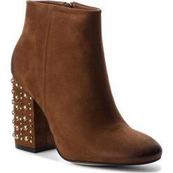 Botki CARINII - B4366 793-000-000-C00. Brązowe buty zimowe damskie Carinii, z nubiku, na obcasie. W wyprzedaży za 249,00 zł.
