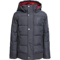 Name it NITMASPER Kurtka zimowa asphalt. Czerwone kurtki chłopięce zimowe marki Name it, l, z nadrukiem, z bawełny, z okrągłym kołnierzem. W wyprzedaży za 181,30 zł.