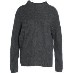 Swetry klasyczne damskie: Second Female LILJA Sweter dark grey melange