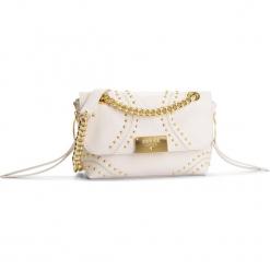 Torebka GUESS - HWVCKY L8221  IVO. Białe torebki klasyczne damskie Guess, z aplikacjami, ze skóry. Za 889,00 zł.