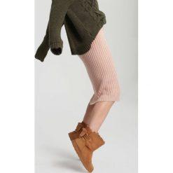 Camelowe Śniegowce Distended. Brązowe buty zimowe damskie marki other, z materiału, z okrągłym noskiem, na płaskiej podeszwie. Za 79,99 zł.