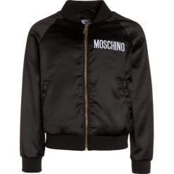 MOSCHINO Kurtka Bomber nero/black. Czarne kurtki dziewczęce MOSCHINO, z elastanu. W wyprzedaży za 671,20 zł.