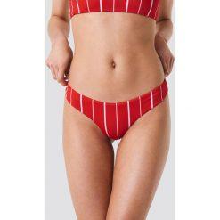 Kristin Sundberg for NA-KD Dół bikini stringi KS - Red. Czerwone bikini Kristin Sundberg for NA-KD. Za 72,95 zł.