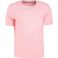 120% Lino UOMO Tshirt basic rose. Czerwone koszulki polo 120% Lino, l, ze lnu. W wyprzedaży za 351,75 zł.