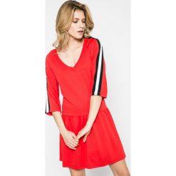 Noisy May - Sukienka. Szare sukienki dzianinowe marki Noisy May, na co dzień, l, casualowe, mini, proste. W wyprzedaży za 99,90 zł.
