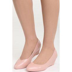 Różowe Czółenka Ripple. Czerwone buty ślubne damskie Born2be, na niskim obcasie, na koturnie. Za 69,99 zł.